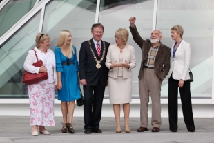 Patricia Scanlan, Claudia Carroll, Lord Mayor of Dublin Gerry Breen, Minister for Arts Mary Hanafin, Thomas Kinsella and Eibhlin Evans